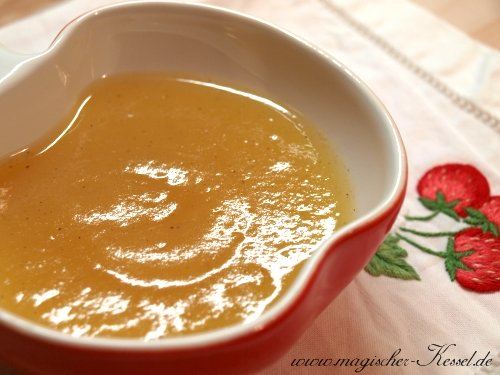 homemade apple sauce with honey and vanilla